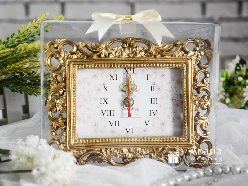Souvenir Elegan Classic Carving Frame Clock Medium